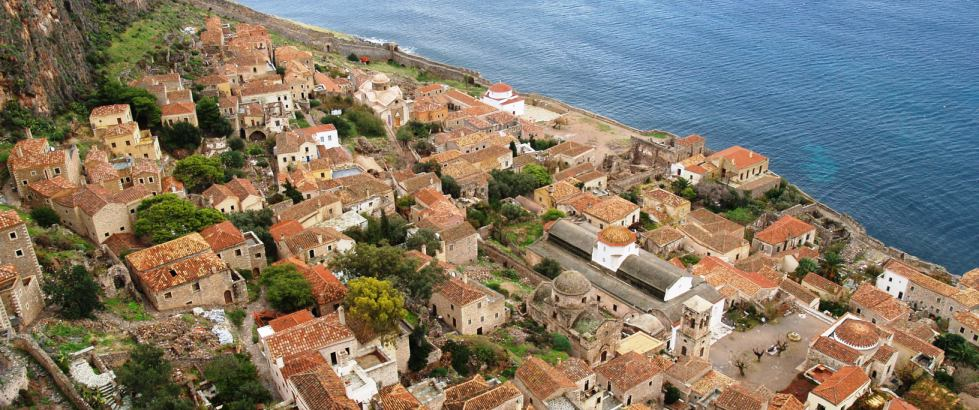 <h1>Accommodation in Monemvasia</h1><h3>You have many options of accommodation within the fortress, in the modern town or in the broader area. See our proposals according to your profile and needs, book with us and get discounts in restaurants and coffee shops.</h3>